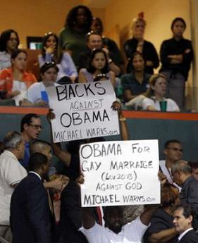 Hecklers at Obama rally