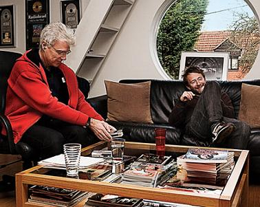 David Byrne and Thom Yorke hanging out