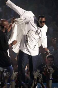 Puffy Diddy hosts VMAs
