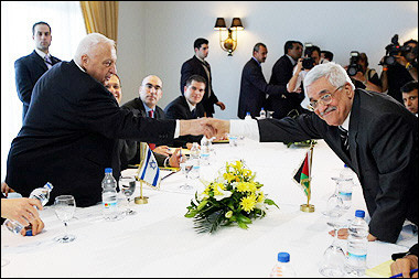 Palestine and Israel shake hands