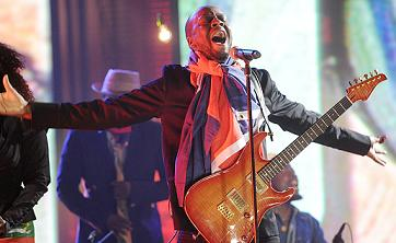 Wyclef Jean performing at Haiti benefit