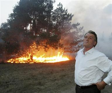 Yushchenko battles forest fire